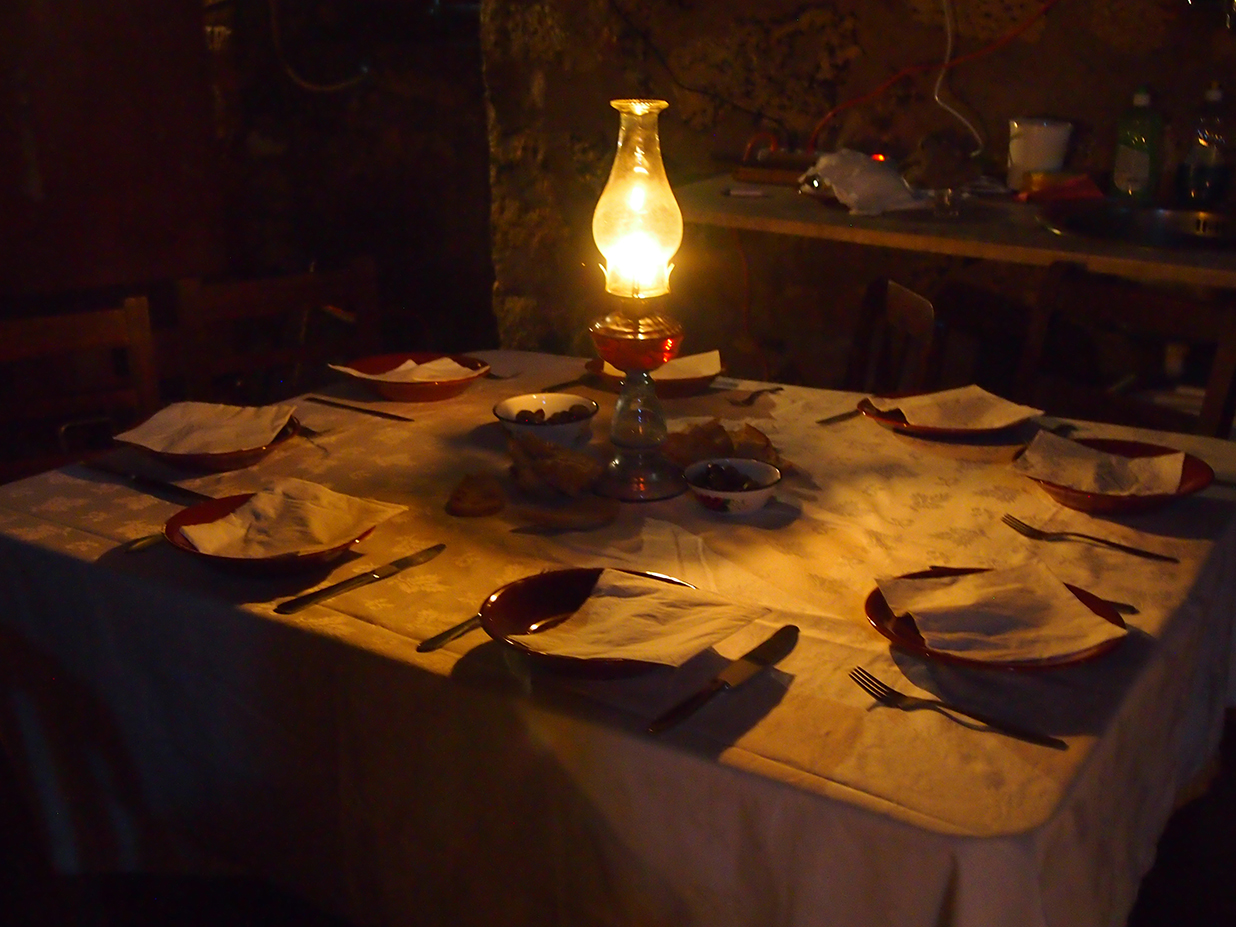 08_Dinner table at distillery.jpg